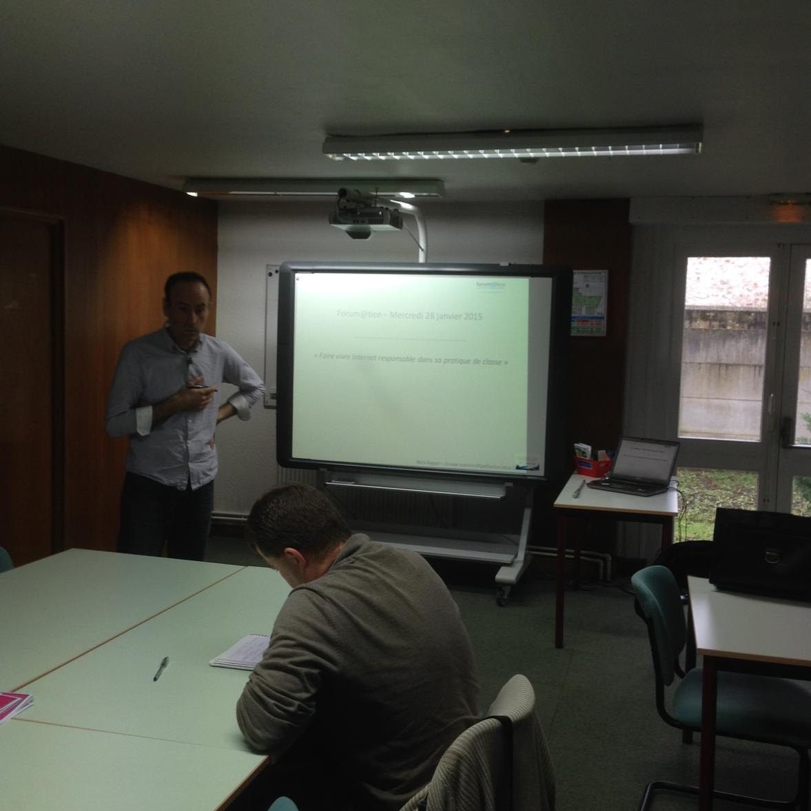 Internet responsable présenté par un enseignant  ayant suivi un parcours m@gistere sur #forumatice à Charleville. http://t.co/PtZXFd5oZd
