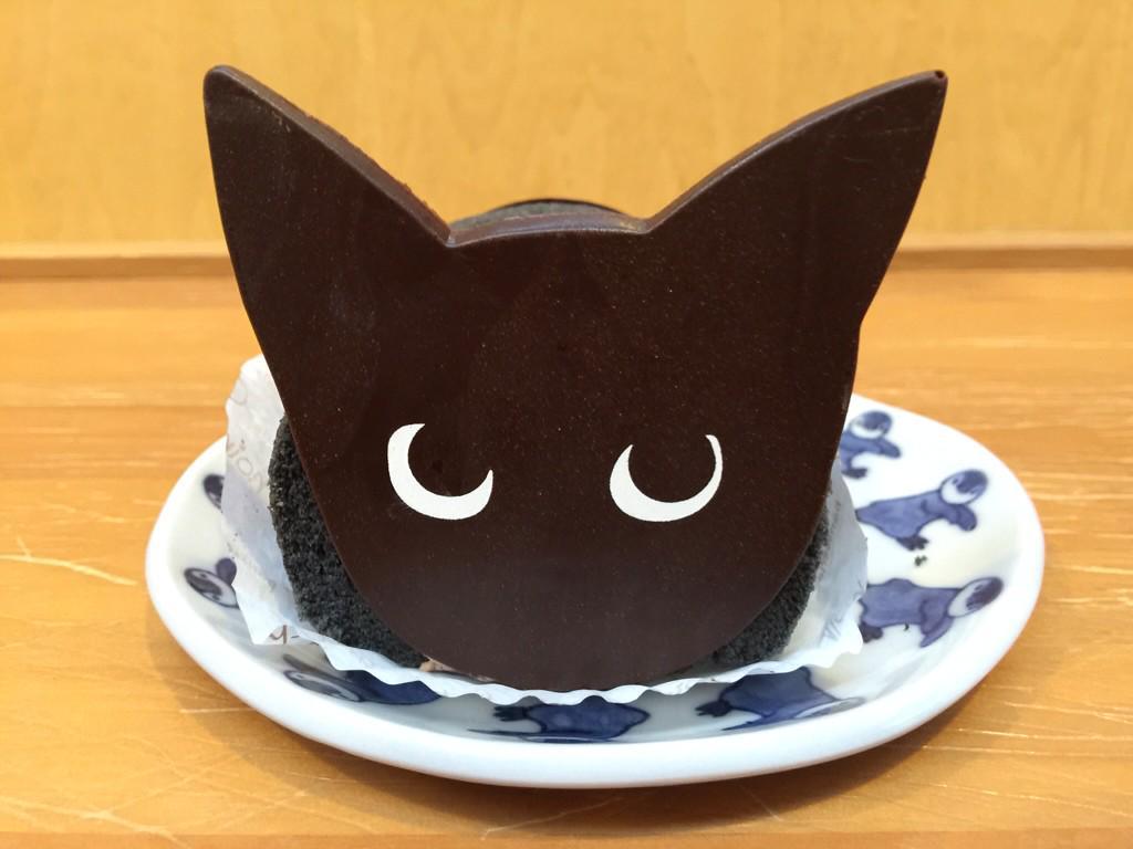シャノワールの黒猫ロール、お顔だけでなくお尻もキュート♡ pic.twitter.com/G6rFgmgY3I