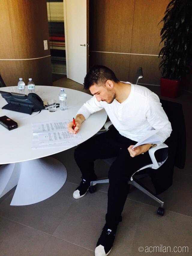 Боккети подписал контракт с Миланом