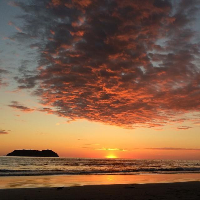 Yesterday's #sunset from #manuelantonio #costarica http://t.co/EsdDnoGPBM http://t.co/SyuIagO5Og