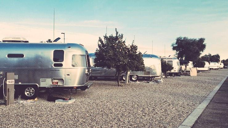 Pretty little @Airstream_Inc trailers all in a row @Alumaevents #alumafiesta #afiesta #airstream http://t.co/WeY34biWGZ