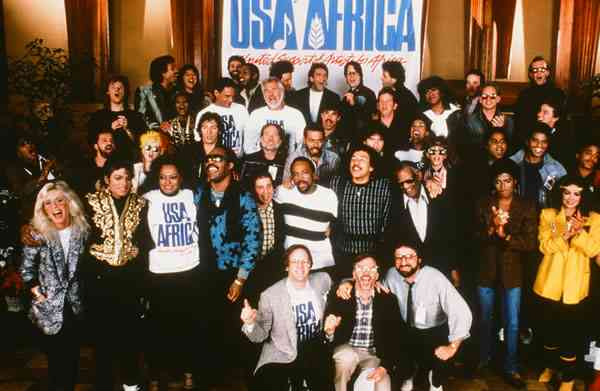 """RT @sonsandbros: ICONIC: On this day in 1985, over 40 recording artists gathered to record """"We Are the World"""" #KnowYourHistory http://t.co/…"""