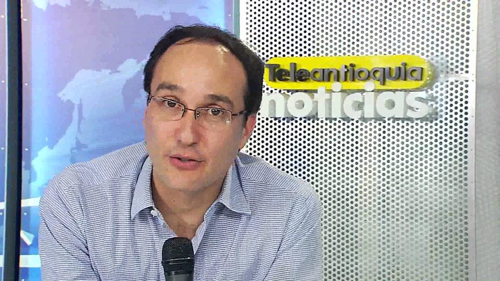 Falleció en Medellín nuestro compañero expresentador de #TANoticias Juan David Arango. Paz en su tumba. http://t.co/ROshln5I3K