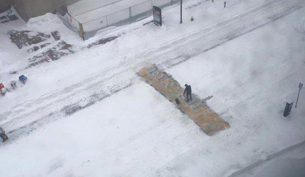 #bostonstrong is a guy shoveling the Boston Marathon finish line in a blizzard: http://t.co/BPtpGqy5U1 http://t.co/qB7PktOfjz
