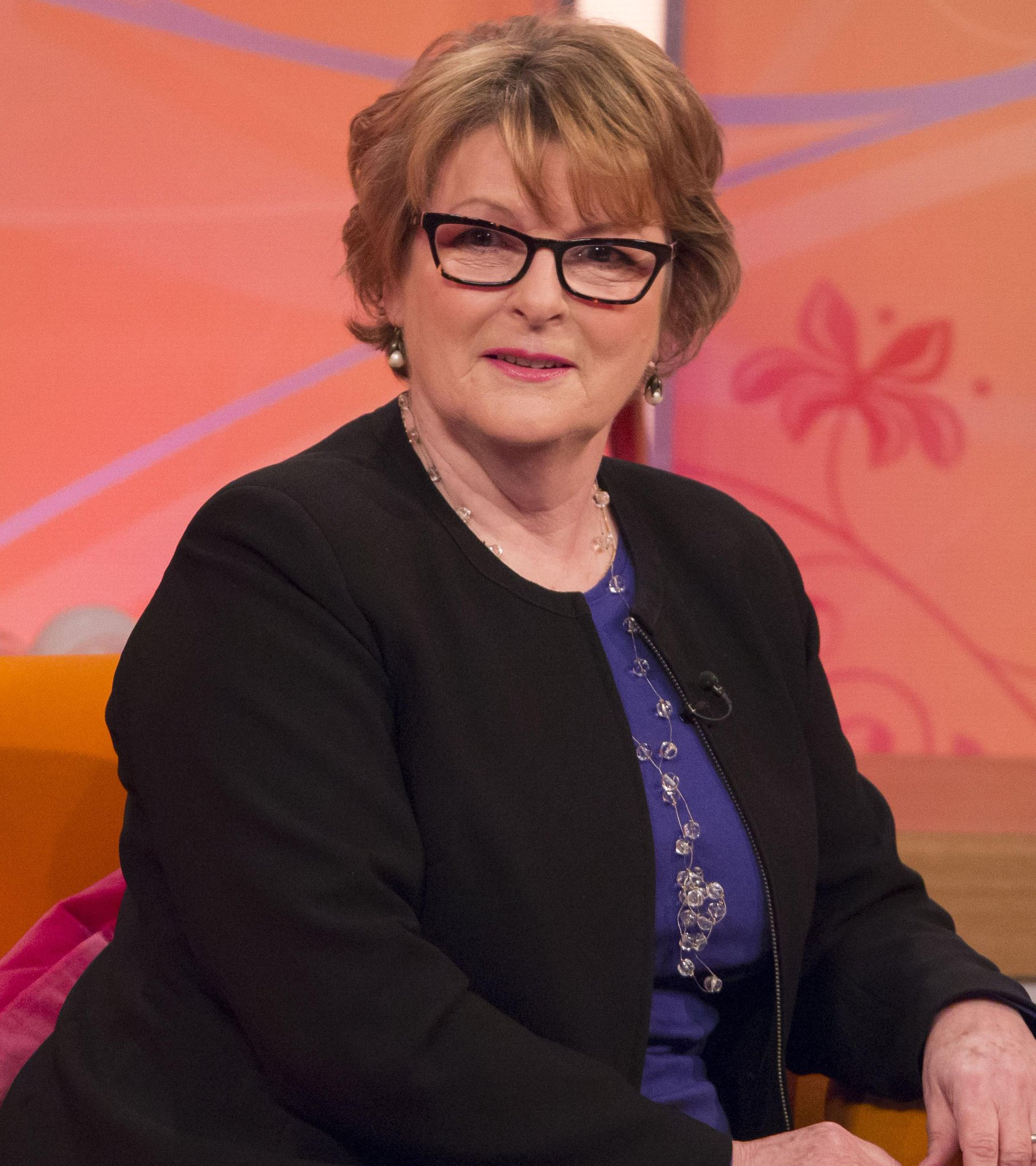 RT @MelandSue: Don't miss #MelandSue at 4 with Oscar nominated actress Brenda Blethyn & the fab @sally_lindsay talking #OrdinaryLies http:/…