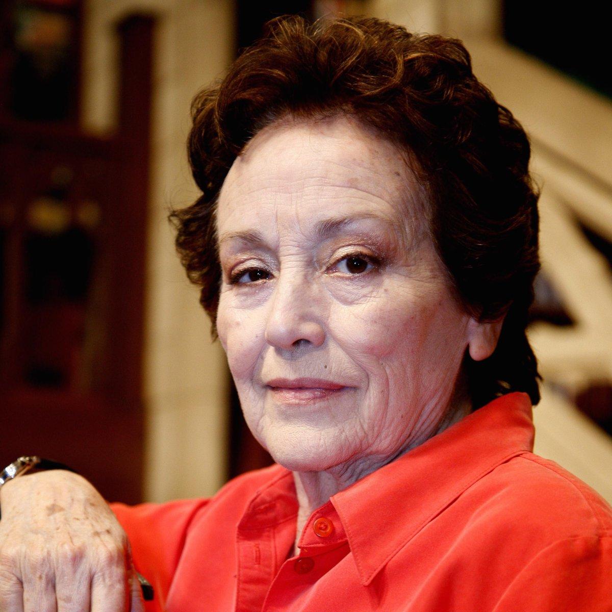 Fallece Amparo Baró a los 77 años. Vaya nuestro recuerdo a esta extraordinaria actriz. http://t.co/DgRdA4N1hu