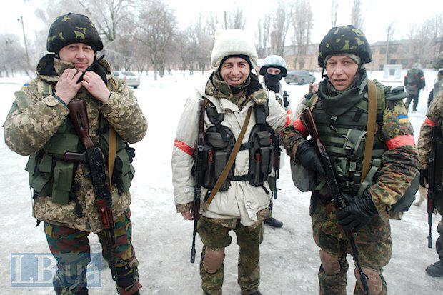 Ситуация на Донбассе остается крайне напряженной. Наши воины сдерживают атаки по всей линии фронта, - Порошенко - Цензор.НЕТ 2346