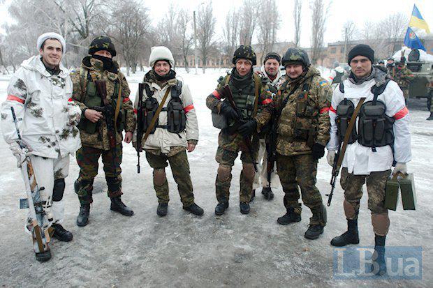 Ситуация на Донбассе остается крайне напряженной. Наши воины сдерживают атаки по всей линии фронта, - Порошенко - Цензор.НЕТ 8050