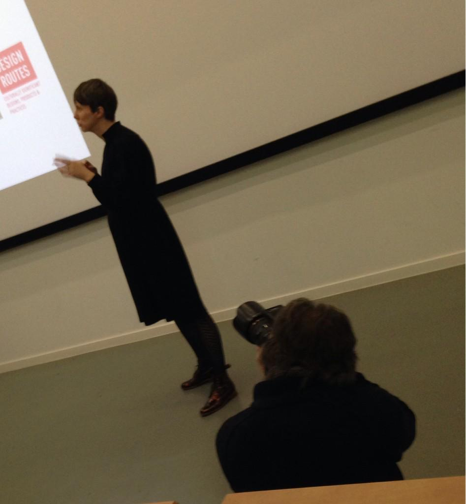 At #pfcdnd @amykeepandshare becomes a @courier_dundee media photo opportunity. http://t.co/LRahg3CW2q