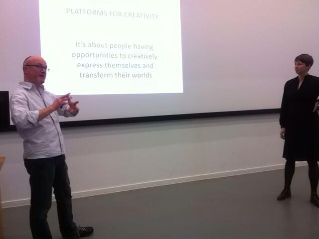 @davidgauntlett & @amykeepandshare kicking off Platforms for Creativity. @DJCAD @Creative_Dundee #pfcdnd http://t.co/aRIX0Qmq0B