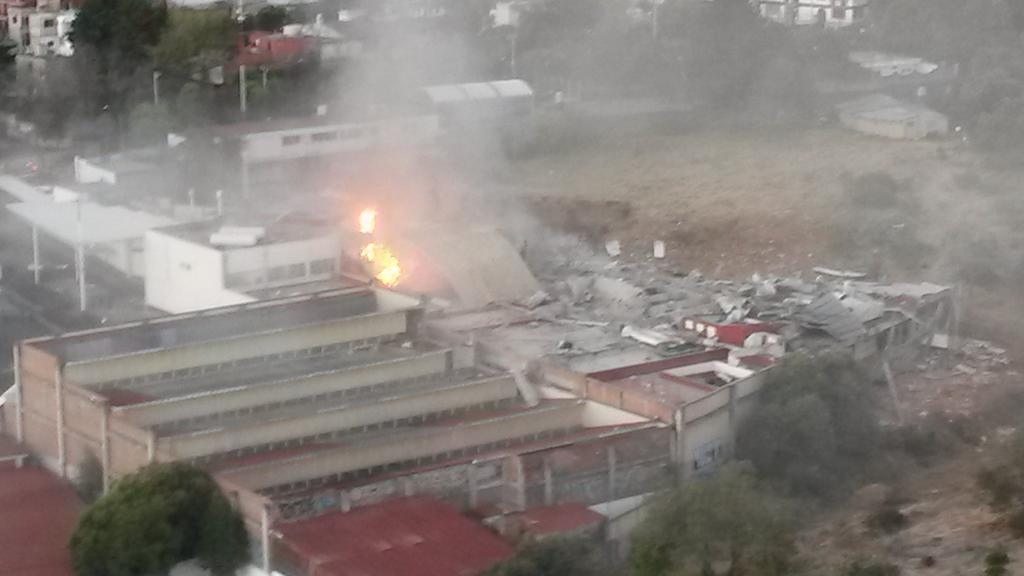 @cuajienlinea @AdrianRubalcava  explosion en Contadero - Cuajimalpa Qué fue?  Qué  pasó? http://t.co/NI5I12BsOA
