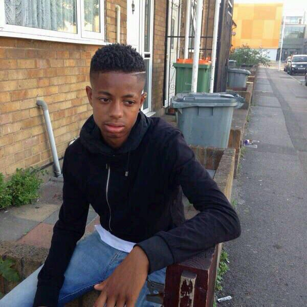 Everyone get retweeting this please, young boy missing in London. Last seen in East Ham RT .. http://t.co/m8C8UAcWKw