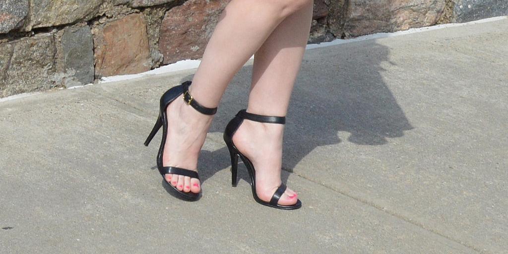 Ever wear shoes so painful you felt like your feet were falling off? US TOO: http://t.co/rmNkoqSAL8 http://t.co/jsFxFoxTTN