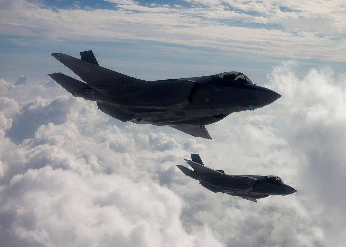 A 5th generation aircraft fleet of F-22s and F-35s won't do. Bring on the 6th generation. http://t.co/qoIQM55ZkV http://t.co/uXxeD4ltbg