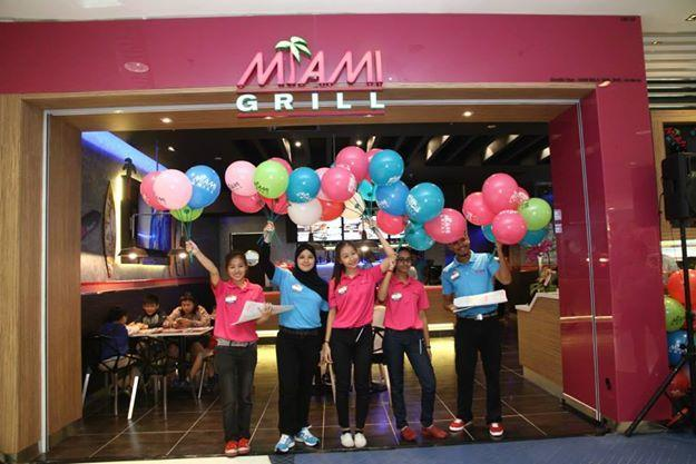 Taking @miamisubs and Miami Grils worldwide - congrats MALAYSIA on the first store and great job team http://t.co/iQrHVJaWGC