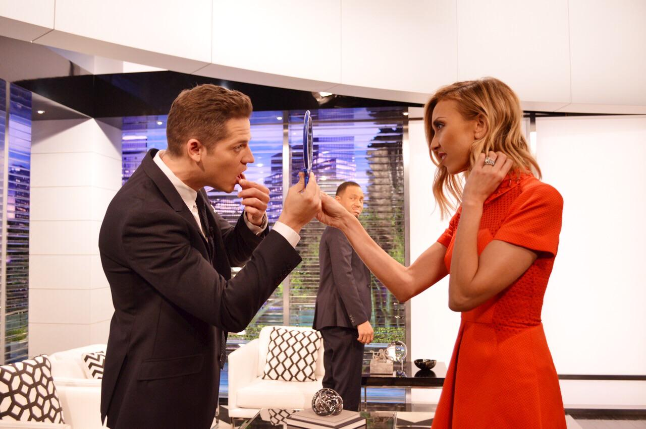 We share everything on @enews! #mirrors Tune in at 7/6c :) http://t.co/wOLDo1563b