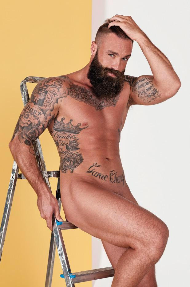 Not one but 2 pictures of Calum to say thanks for all the support & Tweets tonight. @J7Austin #CBB #maythebestmanwin http://t.co/9ViZ66ujE6