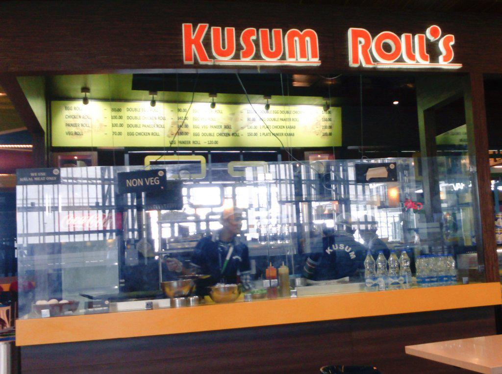 Found them in #Kolkata airport. Ahhh bliss. Authentic #Kolkata roll #Streetfood #comfortfood. http://t.co/9PZs2X33AA