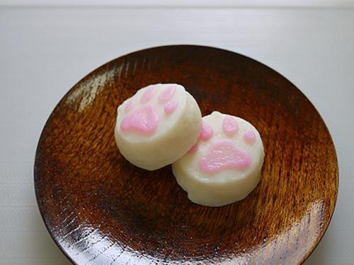 バター醤油で焼かれたこんなのがお弁当に入ってたらなんかもう人生勝ったも同然とか思っちゃいますよね。かわいい。⇒猫の肉球がかまぼこになった! プニプニの「にゃんかま」が話題にnews.mynavi.jp/news/2014/05/0… pic.twitter.com/26nLguOMJK