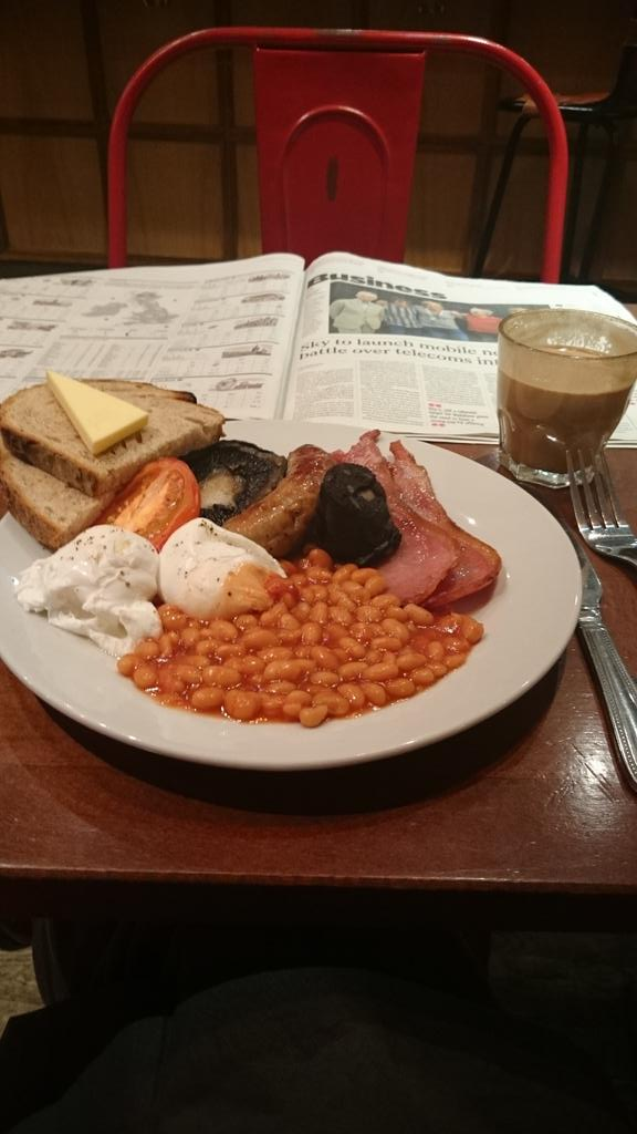 @martinlucas @ColchFoodDudes morning chaps... Breakfast is the most important meal of the day @hertfordhotel beauty! http://t.co/kfEdLd2lnI