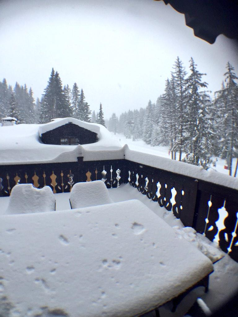 Not the best day for visibility but loads of fresh snow.... Go pro is ready lets go!! 👍🎿❄️ http://t.co/jfH1Z1HWYb
