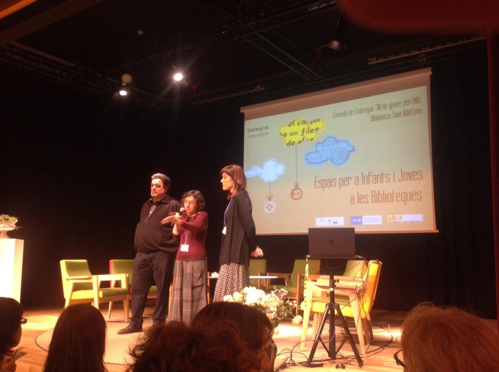 Presentan la jornada #espaisbiblios @xbcornella i @LaiaVenturaRier http://t.co/zUEo53TkkX