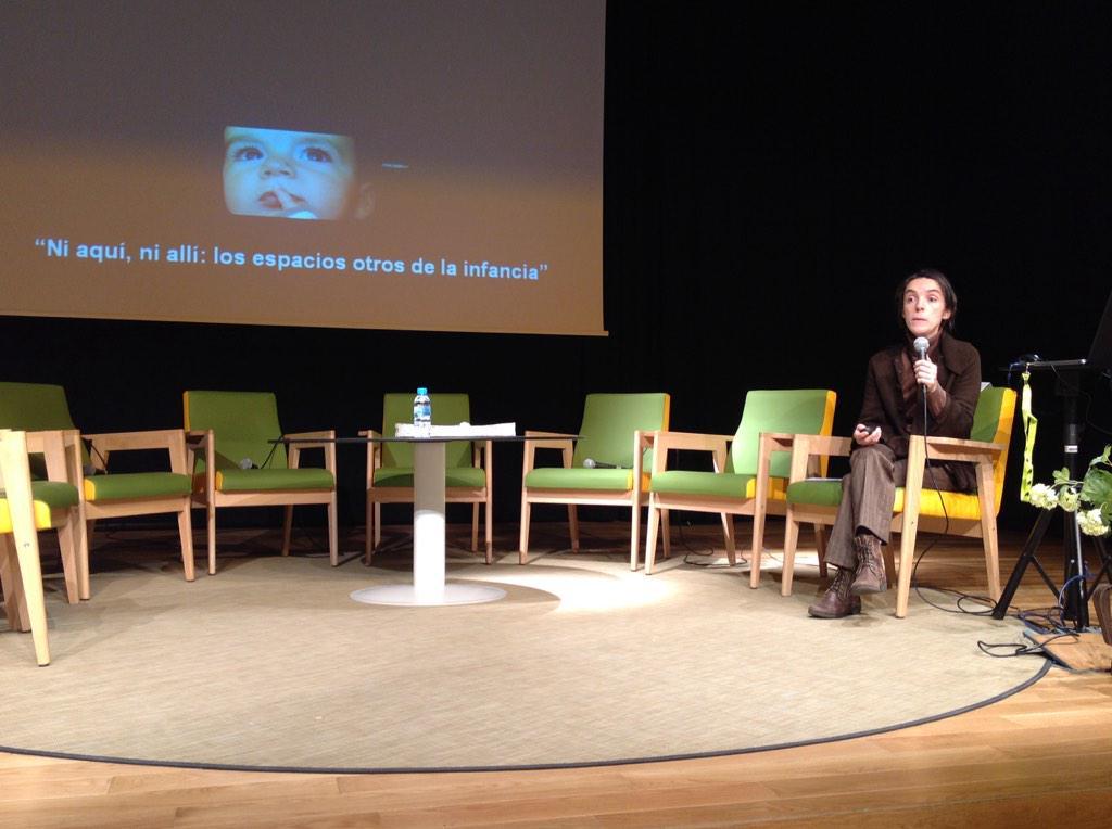 Comença Clara Eslava amb les jornades #espaisbiblios: las heterotopias de Fucault y la #infancia http://t.co/cF2xJ9yo13
