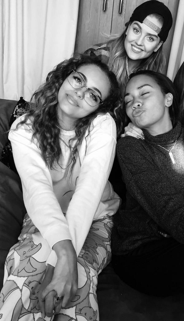 Looks like the girls are loving their writing sessions so far! Happy faces all round! Mixers HQ x http://t.co/diytXJLxGu