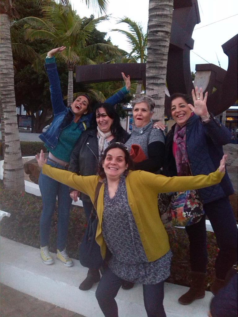 Fotos con Noe en Lanzarote 29 de enero de 2015 B8nknISCIAERL32