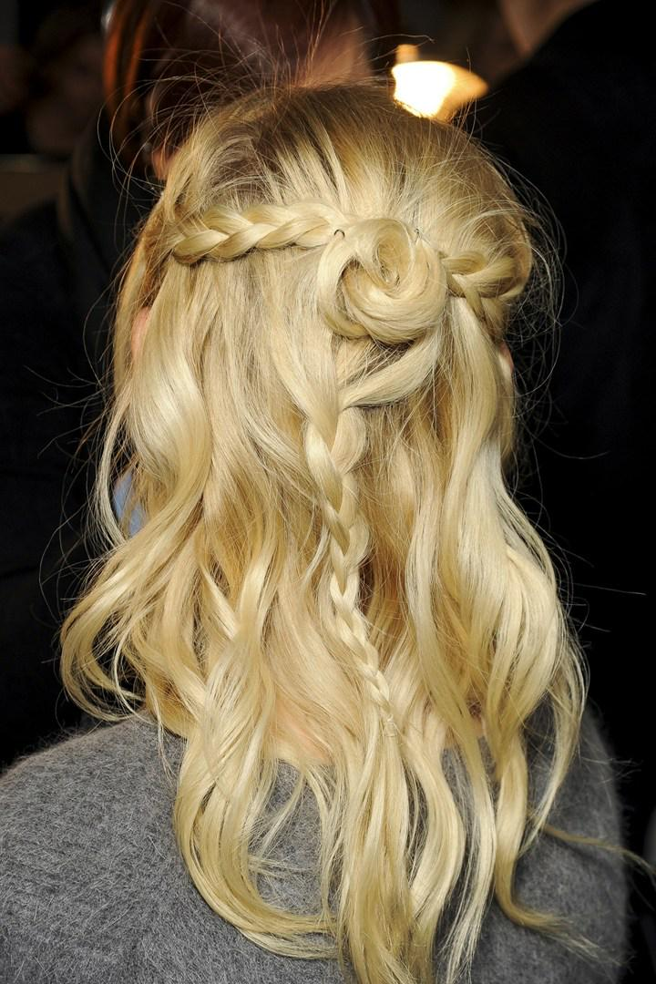 Three braids and a bun: the coolest hairstyle to master this weekend >>> http://t.co/urN1ybXN3m http://t.co/rrlzYVNPPj