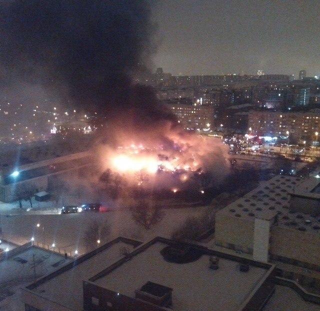 FOTO VIDEO Mosca: brucia la Biblioteca dell'Istituto di Scienze Sociali