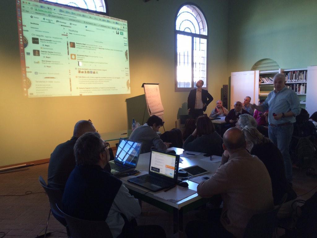 @michelevianello spiega come utilizzare #Twitter e #Instagram al corso #ADRussi15 #Russismart @raffaele_fabbri http://t.co/CrFqzwlrq9