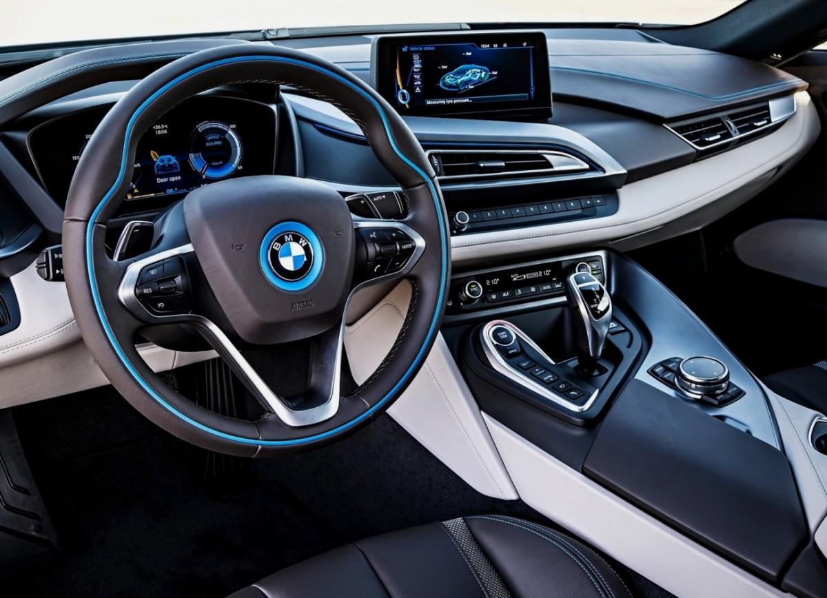 """BMW """"patche"""" 2 millions de voitures qui étaient vulnérables - http://t.co/kuxvXWMbJz http://t.co/FICDoovahD"""