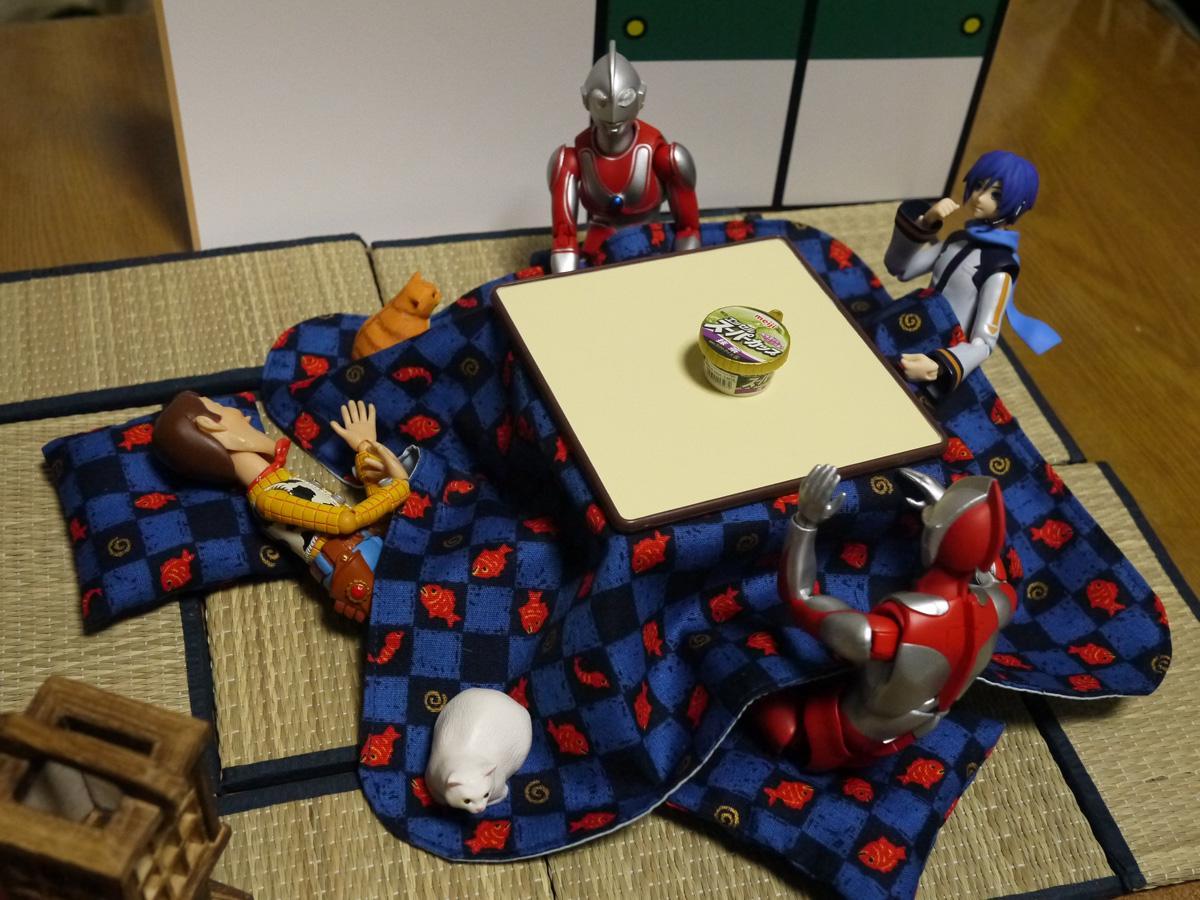 ウッディは寝てる間にジャンケンで決めようぜっ!  #ウッディ #KAITO #ウルトラマン #海洋堂応募 http://t.co/5LfAsI7E0G