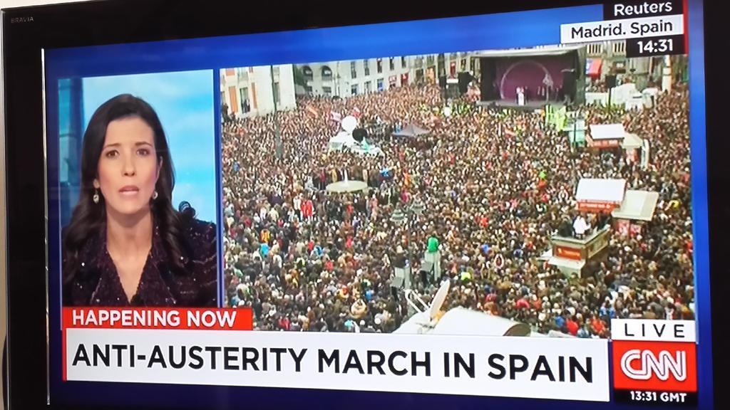 """En @cnni, tras los titulares, conectan con señal desde la Puerta del Sol: """"marcha antiausteridad"""" #EsAhora31E #medios http://t.co/xQxgDELN9s"""