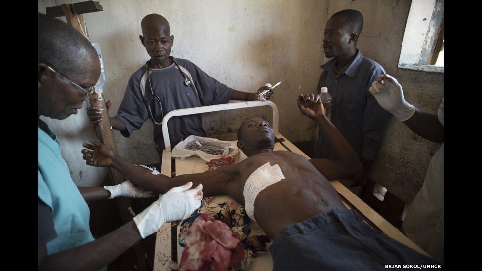 Fotos retratam dramas médicos de refugiados na África Central. Veja: http://t.co/8J9LtCHZHc #FOTOS #acnur http://t.co/9XbuSL2llc