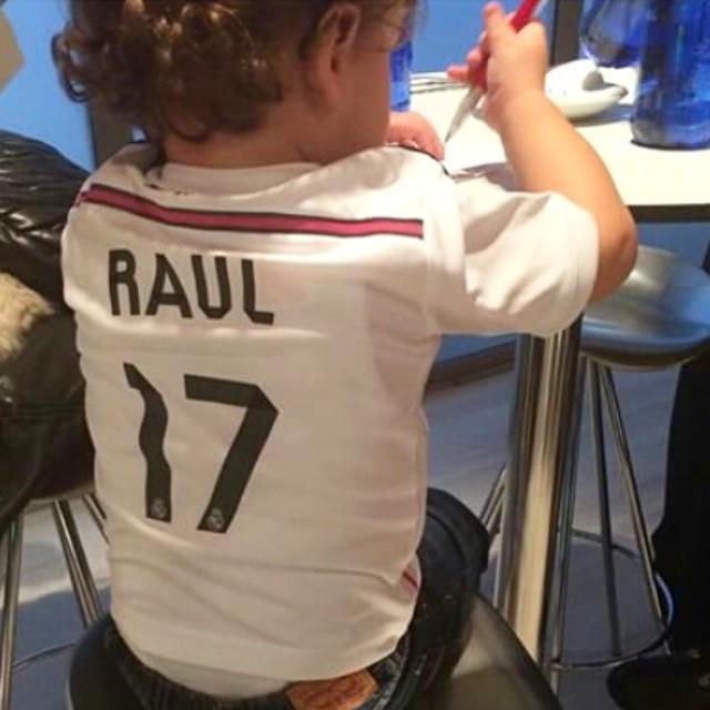 Best supporter, a little espartano  @17arbeloa #A17 #arbeloa #raularbeloa #realmadrid #halamadridynadamas #bernab… <br>http://pic.twitter.com/ToNTgyvYlD