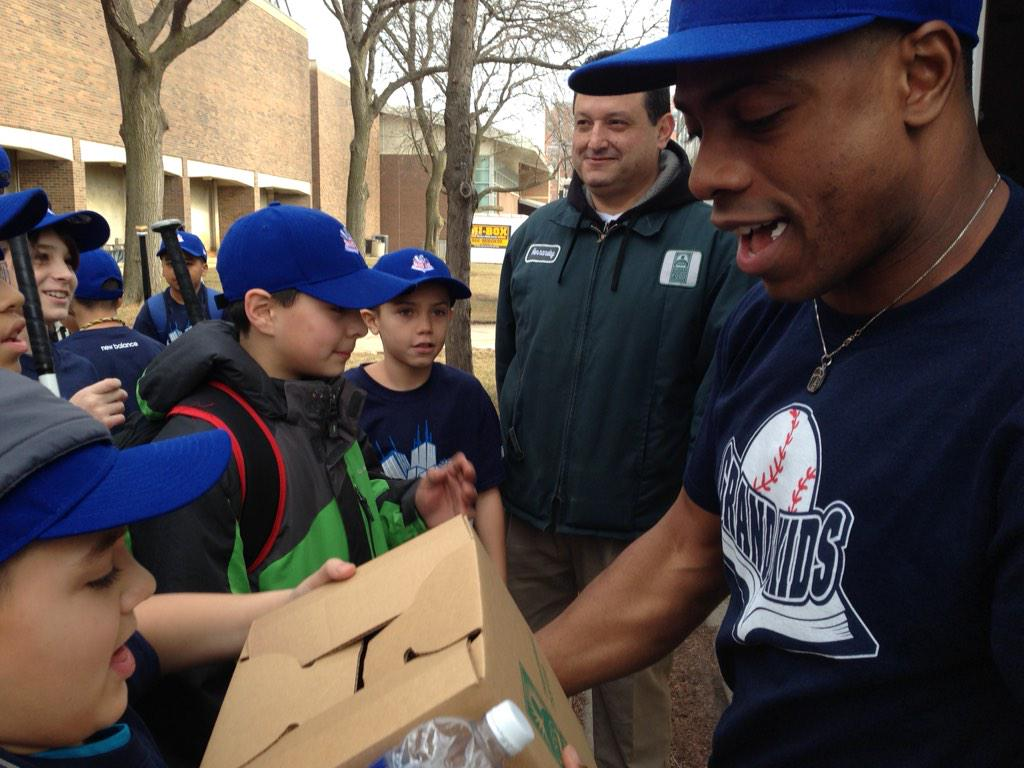 100 kids receiving boxes of produce as part of @cgrand3's baseball camp at UIC this morning. #No1ShouldGoHungry http://t.co/OhrUp7AZsQ