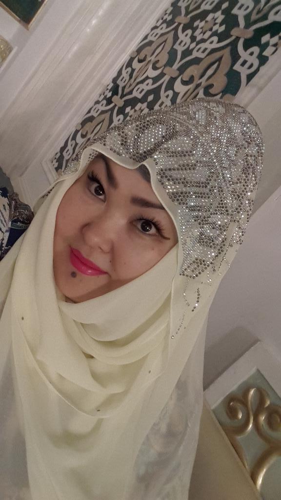 В обычной жизни постоянно хиджаб не ношу, но сегодня,во Всемирный День хиджаба, поддержу своих сестер по всему миру! http://t.co/VyODdA8bxP