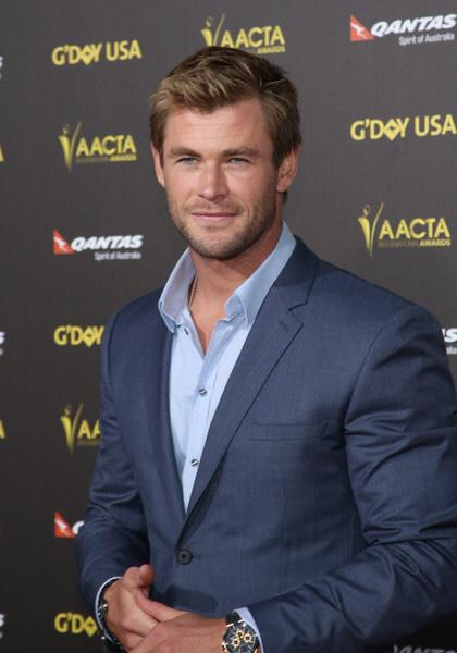 d62a98206bf  ChrisHemsworth attended the 2015 G Day USA Gala featuring the   AACTAInternationalAwards on Jan. 31st in Los Angeles.  pic.twitter.com VLXlN2bPLc