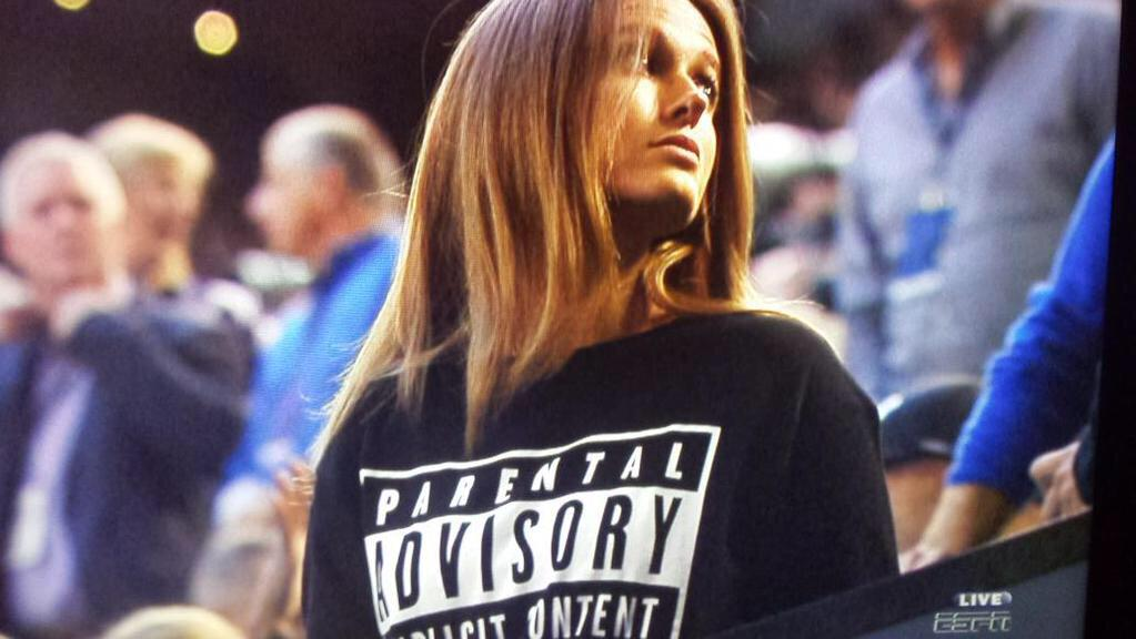 Kim Sears with a classic. Great start to the evening for her. http://t.co/eJMIym6G42