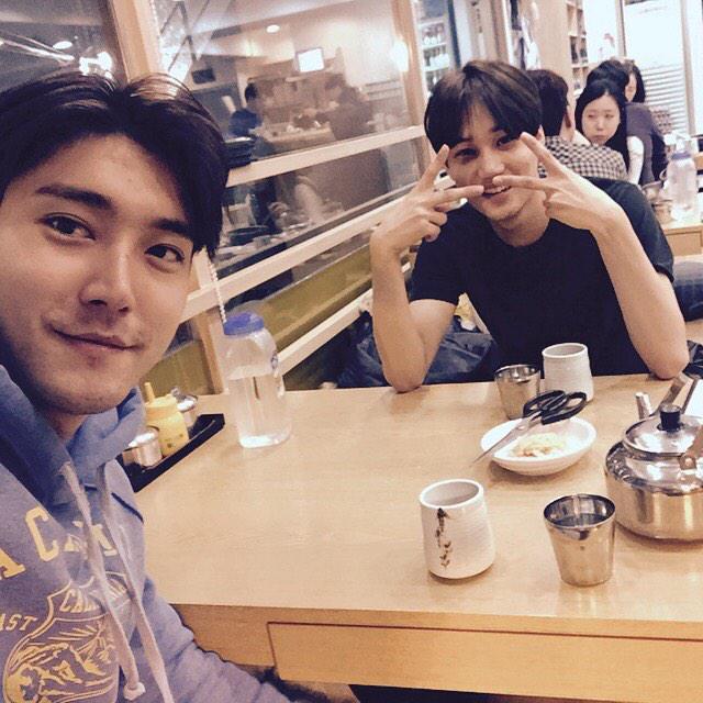 급번개 with EXO 카이. 오붓하게 냉면 한그릇씩 먹고, SNS하라고...