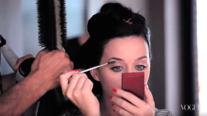 Starting without a stitch of makeup, @katyperry reveals her big-night beauty routine: http://t.co/kkQkaNfX5B http://t.co/Ge6LQU5hw6