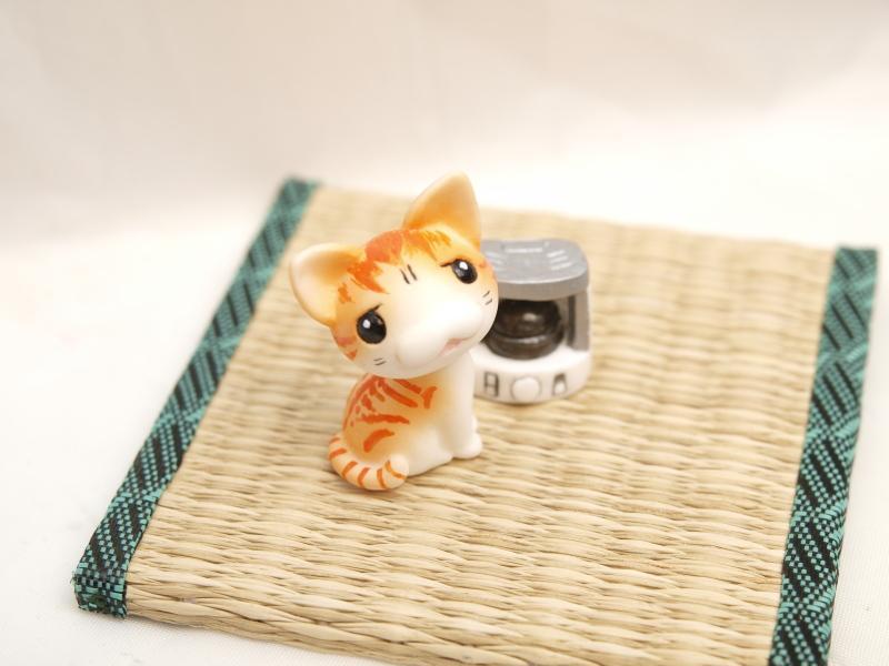 猫フィギュア「ストーブ点いてないんですけど…」ワンフェスブースWF5-20-19  #wf2015w #ワンフェス #フィギュア #猫 pic.twitter.com/xtyxaWHSc9