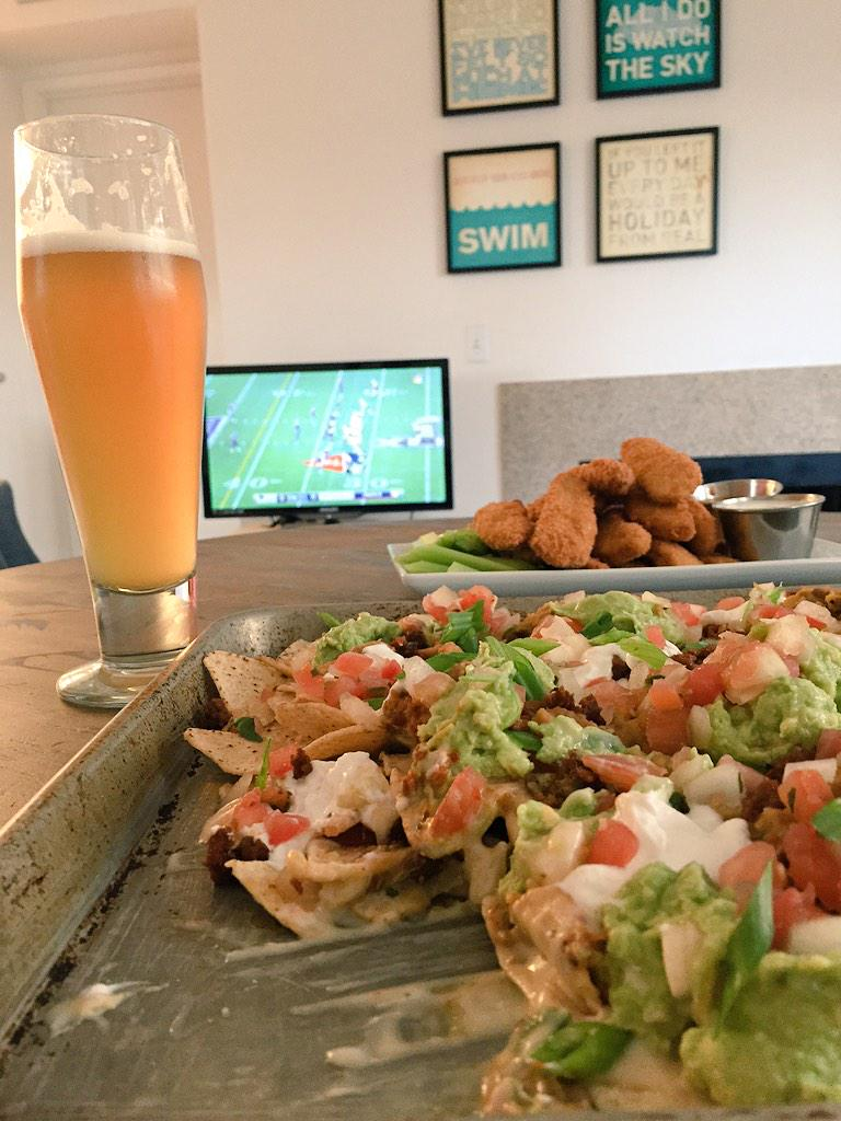 Made @gzchef's beer/ginger beer/lime juice cocktail from The Kitchen... perfect with these #vegan nachos and wings! http://t.co/9DPw671d96