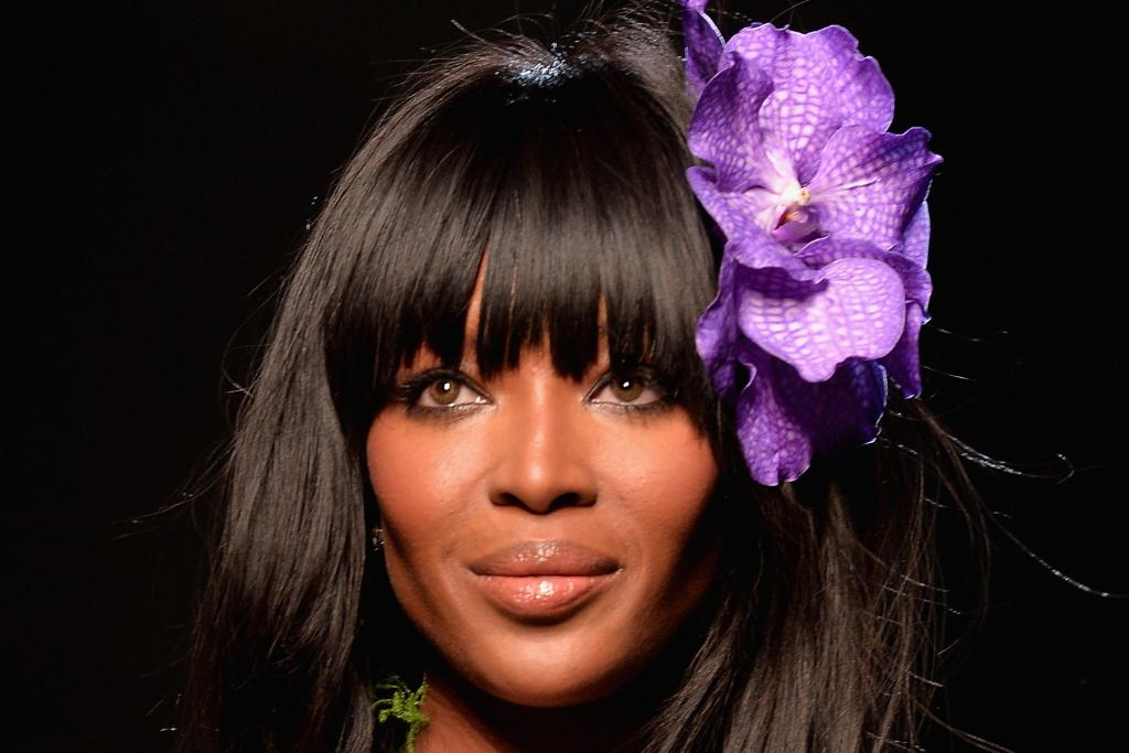 This is what Naomi Campbell looks like wearing ONLY a flower at age 44: http://t.co/LKtboPRDDG http://t.co/5i7D3oK8Dl