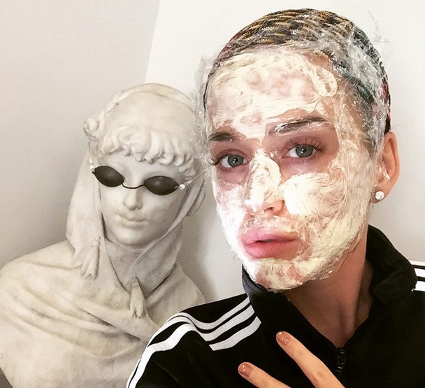 """With an """"IRL facetune"""" à la Katy Perry, you can achieve a glow-y complexion before the game: http://t.co/xX9oCbyV6i http://t.co/zTaJlW4vL1"""