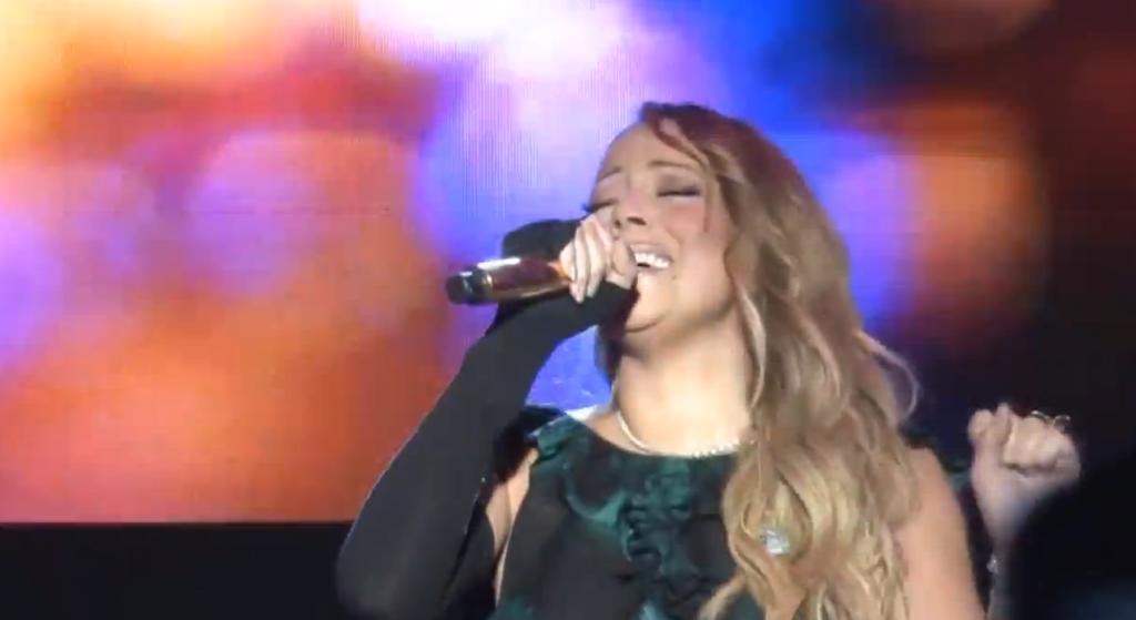 Mariah Carey has a major lip syncing fail, powers through it like a QUEEN: http://t.co/tYE31ht52p http://t.co/RzNOKMLp02
