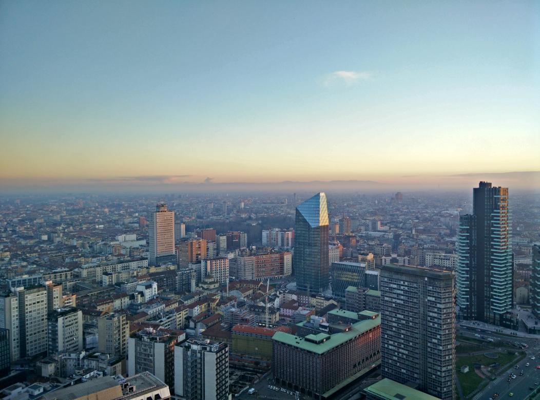 Luce tersa sopra la città di #Milano, oggi @ComuneMI @LombardiaOnLine @turismomilano @Expo2015Milano http://t.co/4N9V1tI7Ci