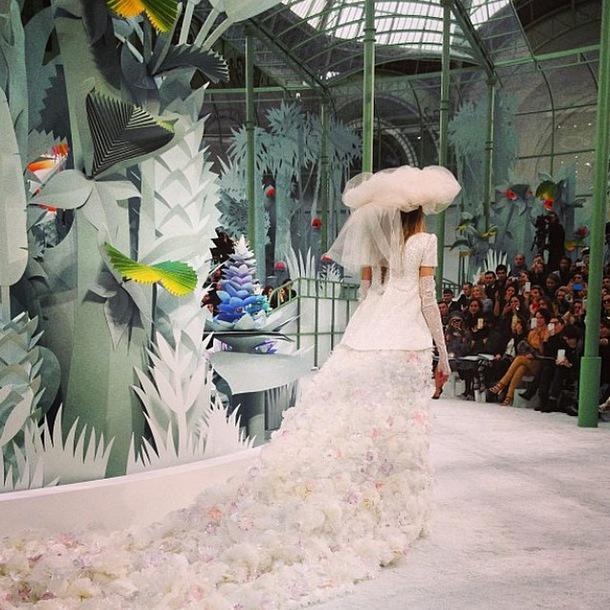 Follow us on Instagram for an exclusive look inside the wonderful world of Bazaar http://t.co/pyODWL8ANL http://t.co/qnUKxtvMif
